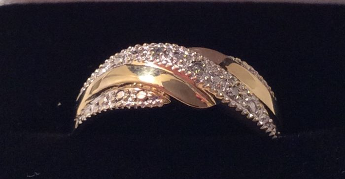 18 kt gold ring, diamonds 0.015 ct Size 50