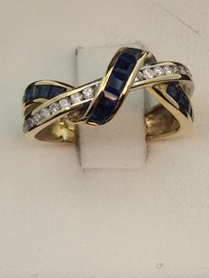 Ring in 750 gold, sapphires and diamonds. Size: 53.
