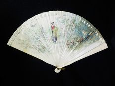 A carved and hand painted bone brisé hand fan - Spain - 19th century