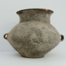 Chinese neolithic jar with two loop handles - 20 x  16cm / 677 grams,