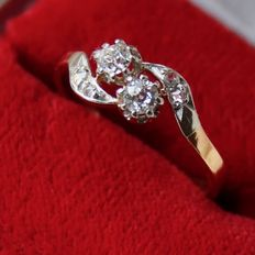 "750 Gold and 900 Platina ring ""You&me"" with natural diamonds VVS1 in wonderful condition."