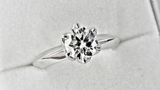1.03 ct  D/VS1  round diamond ring made of 14 kt white gold - size 6