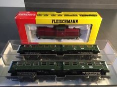 Fleischmann H0 - Diesel locomotive BR 212 of the DB  with two converted carriages