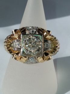 Ring with central brilliant cut diamonds weighing 0.68 ct (colour H, clarity S1) and 0.32 ct (colour H, clarity S1) totalling 1 ct
