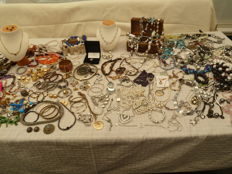 Lot with jewellery, long and short necklaces, Swarovski bracelets, rings and watches, ca 200 pieces