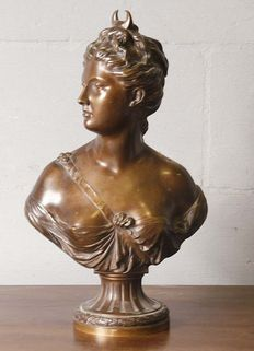 After Jean - Antoine Houdon (1741 - 1828) - bronze bust Diana - France - approx. 1890-1900