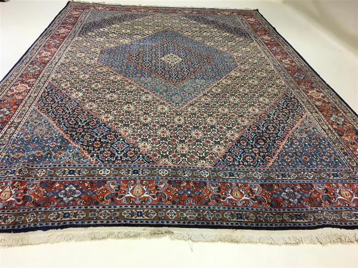 Flawless Persian Moud with silk, 380 x 265 cm.