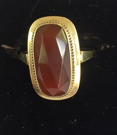 Yellow gold ring with carnelian stone