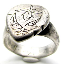 French Silver Medieval Ring with Floral Motif on Bezel -  20mm/ 15gr.