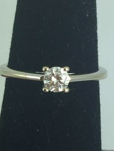 18k Gold Vintage Engagement Diamond Ring - size 52