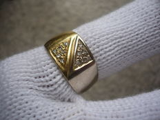 Men's two-tone (white and yellow gold) ring, with diamond spotlights