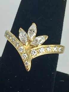 Exclusive diamonds gold ring approx 1  ct  -  ring size 57