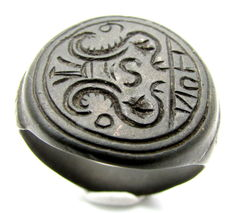 Medieval Bronze Heraldic Seal Ring with Family Crest  - 21mm