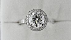 2.25 ct round diamond halo ring in 14 kt white gold - size 7,5