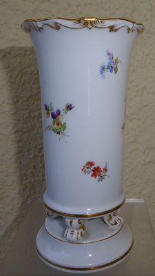 Meissen - Knaufzeit decorative ceramic vase (1860-1924)