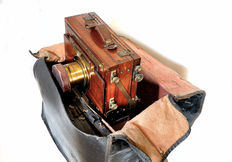Nice wooden travel camera with special lens, approx. 1890