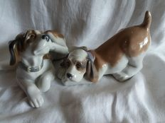 Two dogs, Nadal porcelain