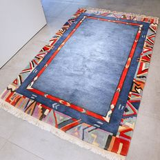 Modern, colourful, Nepalese carpet – 190 x 125 – very good condition – great quality.