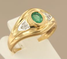 18k bi-colour gold ring set with emerald and six diamonds, approx. 0.06 carat in total, ring size 17 (53)