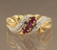 18k bicolour gold ring set with brilliant cut ruby and diamonds, ring size 17.25 (54)