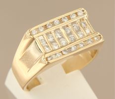 14 kt yellow gold ring set with 26 brilliant cut diamonds, 0.70 carat in total, ring size 19 (59)