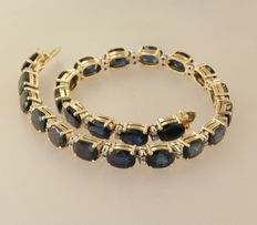 14 kt bicolour gold bracelet set with an oval facet cut sapphire and octagon cut diamonds, bracelet length 19.5 cm
