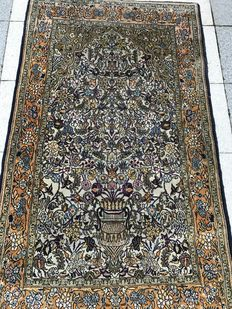 Beautiful detailed Persian Kashmir carpet – Flowers and vases – Silk gloss – Very rare! – 104 x 178 cm