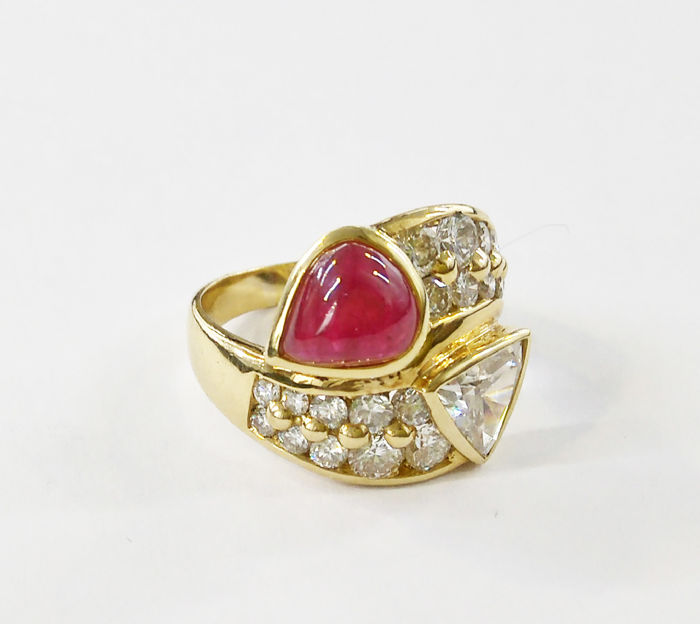 18 kt yellow gold ring with diamonds of 2.24 ct and ruby of 1 ct – Size 13. Can be tailored fit upon request