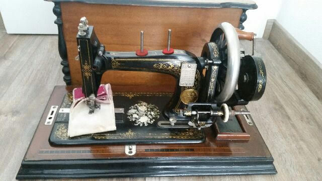 Rare Old Singer Sewing Machine In A Beautiful Wooden Box Ca 40 Amazing 1920 Sewing Machine