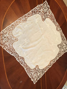 Sicily - Fine tea tablecloth worked in bobbin with 6 napkins