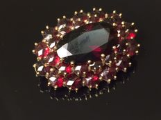 Antique gold entourage brooch with rose cut Bohemian garnets, Bohemia, approx. 1900.
