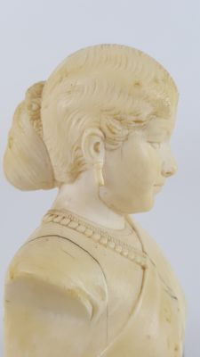 Ivory bust of a lady - Goa, India -  19th century