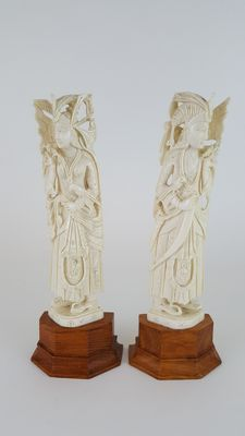 Pair of Ivories of Maharajah and Maharani - India -  early 20th century