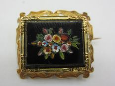Gold brooch with Pietra dura inlay work.