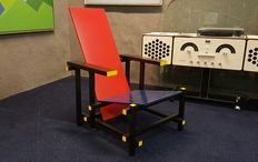 Gerrit Thomas Rietveld door Cassina - 'Red and Blue' chair