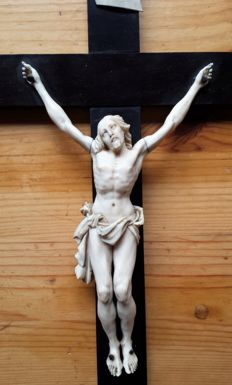 Crucifix with Corpus Christi, ivory and ebony - Dieppe (FR) - circa 1800