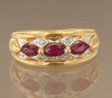 18 kt bicolour gold ring set with 3 rubies and 4 diamonds of approx. 0.02 ct in total, ring size 17 (53)