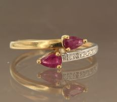 18 kt bi-colour gold ring set with 2 rubies and 1 diamond, ring size 16.5 (52)