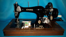 Antique EMPO Sewing Machine - complete with lid and accessories, first half of the 20th century, Netherlands (Vorden)