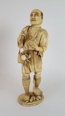 Very large Ivory Okimono of a fisherman, height 38.5 cm - Japan - 19th century