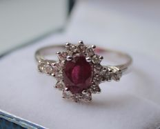 14 kt white gold ring inlaid with ruby and diamond – ring size: 17.75