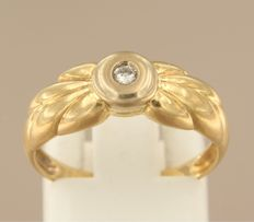 18 kt yellow gold ring set with a row of brilliant cut diamond, approx. 0.04 carat in total, ring size 17 (53)