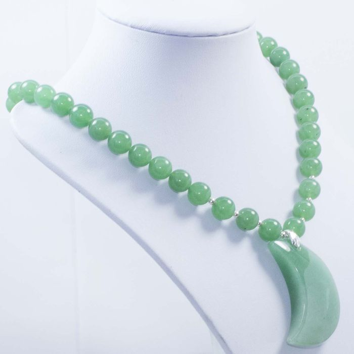 silver 925 1 000 and green jade necklace with moon. Black Bedroom Furniture Sets. Home Design Ideas