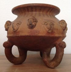 Pre-Columbian pottery tripod bowl with trophy heads - Chiriqui culture Panama - 15 cm