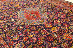 Fine Persian carpet Mashad 3.90 x 3.00 m hand-knotted in Iran. High-quality new wool oriental carpet. Great condition, signature no. R 11