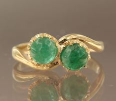 18 kt yellow gold wavy ring set with 2 cabochon cut emeralds, ring size 16 (50)