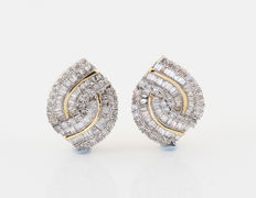 14 kt yellow gold diamond earrings, 1.00 ct G-H / VS1-SI1 – measurements: 14 x 11 x 11 mm,  3.30 g