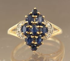 18 kt bicolour gold ring set with sapphire and 2 single cut diamonds, ring size 17.25 (54)