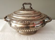 A George III silver tureen - Joseph Craddock & William Ker Reid - London - 1st quarter of the 19th century