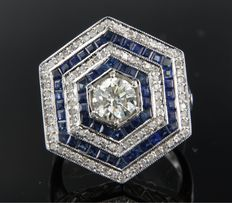 14 kt white gold ring in Art Deco style set with sapphire and 0.90 ct old European cut diamond, and 95 octagon cut diamonds, ring size 17 (53)